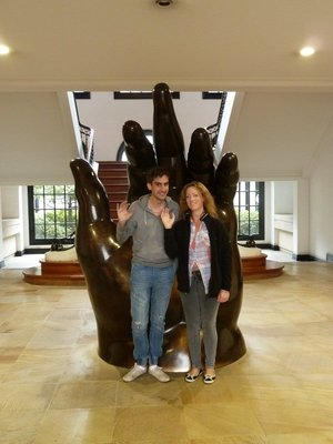 Jo and Craig get the Colombian finger