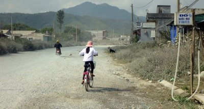 A girl cycles the 10 kilometre hill that should have been 5!