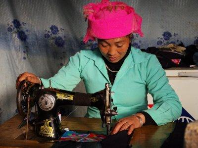 Handbag sewing near Tu Le
