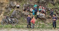20121003 Children_outside_Tinh_Tuk