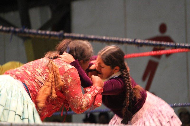 women wrestle