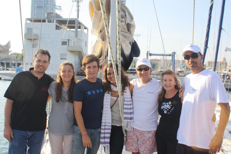 La familia despiden a los tripulantes