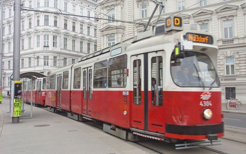 large_tram5.jpg