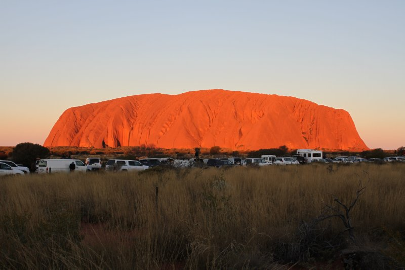 Uluru crowds at the sunset carpark