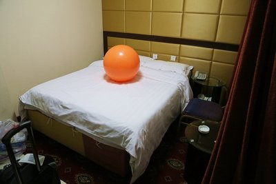 Giant_Orange_Ball_003.jpg