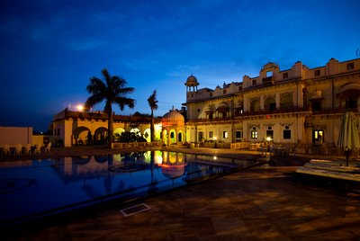 Hotel_by_night.jpg