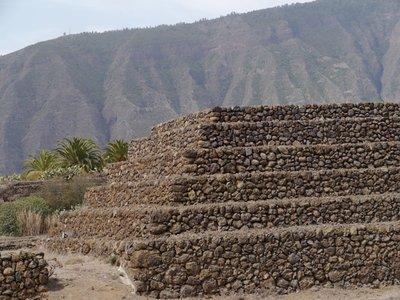 Pyramids_1.jpg
