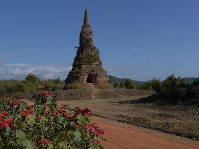 Tat_Phoun_Stupa.jpg