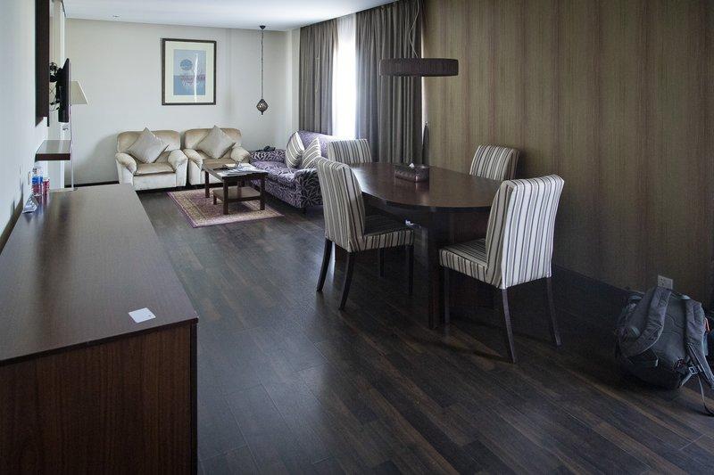 large_Al_Falaj_Hotel_Suite_2.jpg