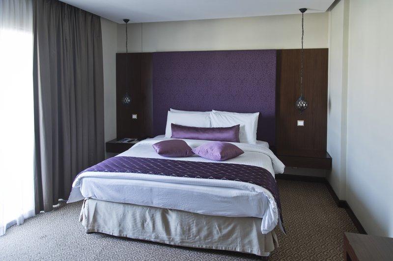 large_Al_Falaj_Hotel_Suite_3.jpg