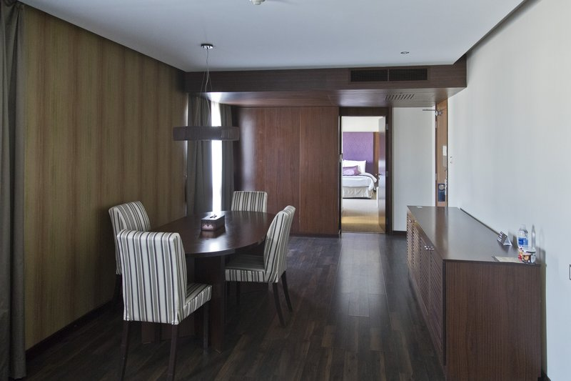 large_Al_Falaj_Hotel_Suite_5.jpg