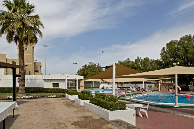 large_Al_Falaj_Hotel__Pool_3.jpg