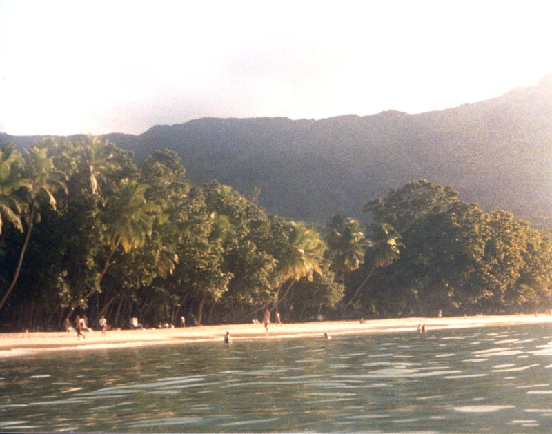 large_Beau_Vallon_Beach_2.jpg
