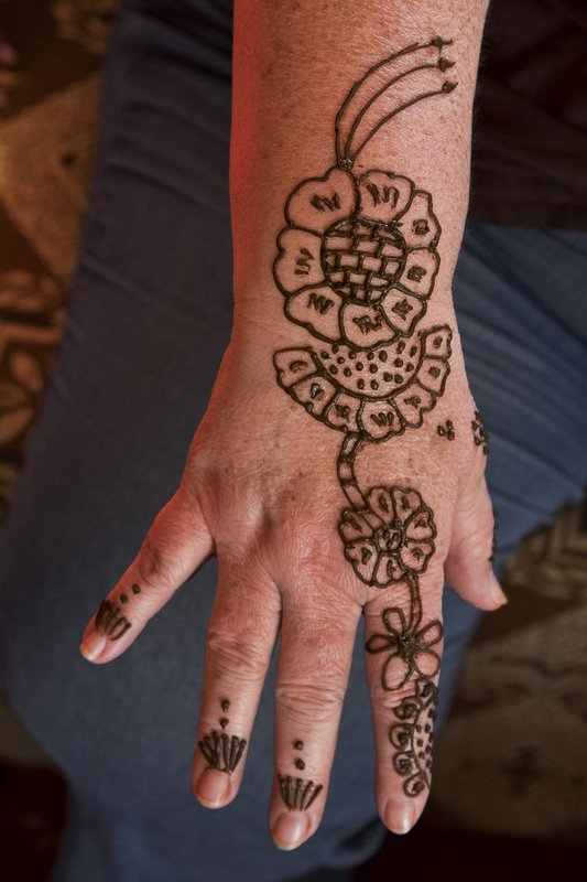 large_Bedouin_Camp_19_-_Henna.jpg