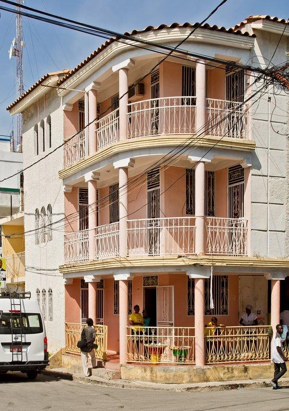large_Gingerbrea..es_Jacmel_4.jpg
