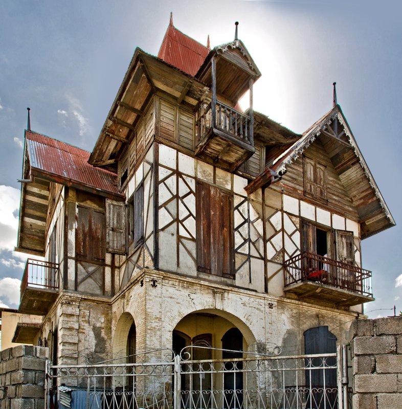 large_Gingerbread_Houses_11.jpg