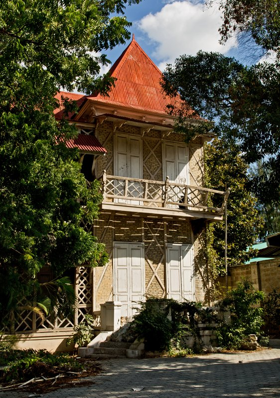 large_Gingerbread_Houses_8.jpg