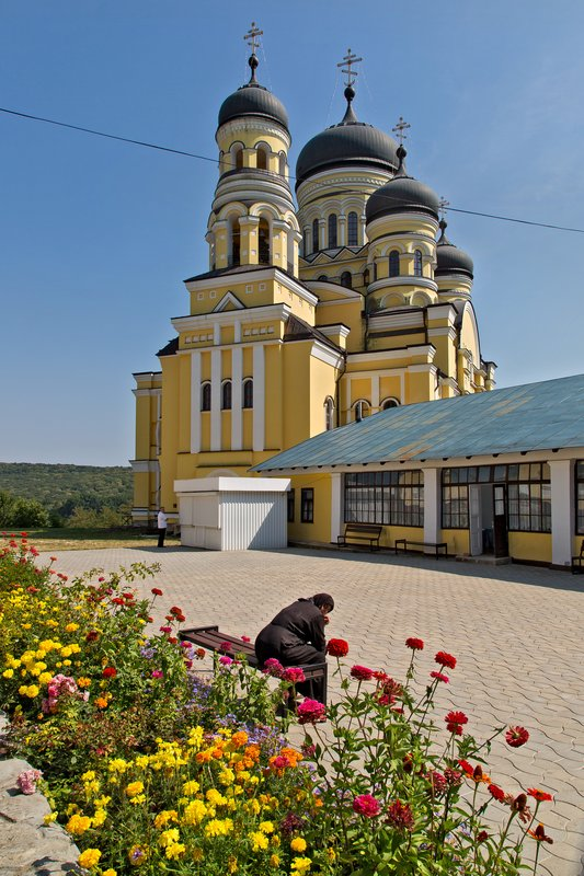 large_Hincu_Monastery_13.jpg