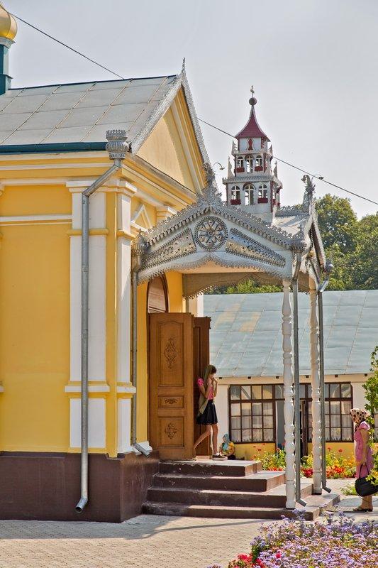large_Hincu_Monastery_9.jpg