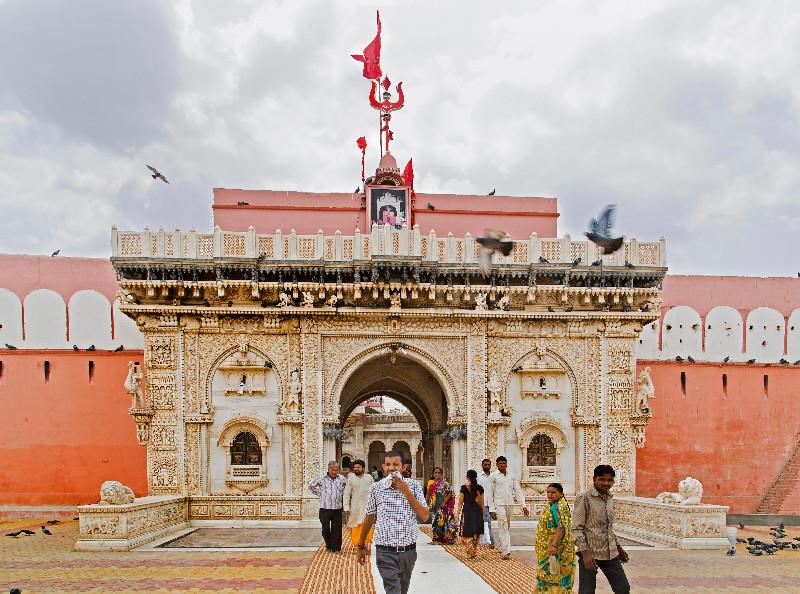large_Karni_Mata_Temple_2.jpg