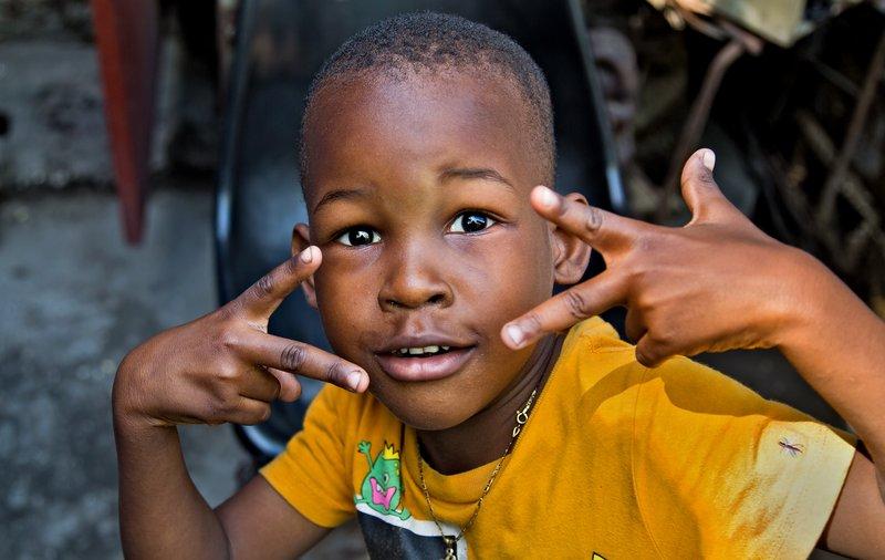large_Kids_at_Atis_Rezistans_1.jpg