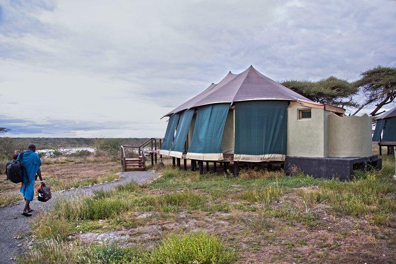 large_Lake_Masek_Tented_Camp_10.jpg