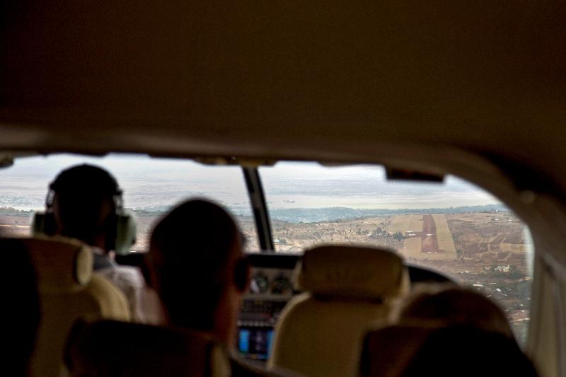 large_Landing_at_Lake_Manyara_1.jpg