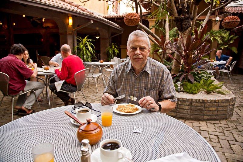 large_Le_Plaza_H.._Breakfast1.jpg