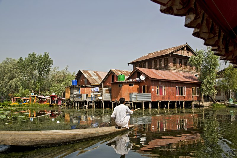 large_Life_on_Dal_Lake_30.jpg