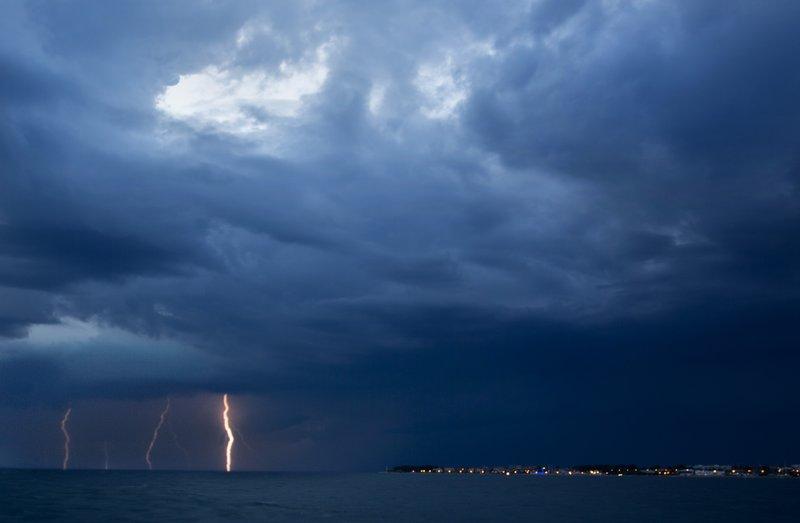 large_Lightning_1.jpg
