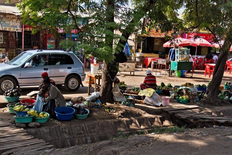 large_Makuyuni_Market_12-1.jpg