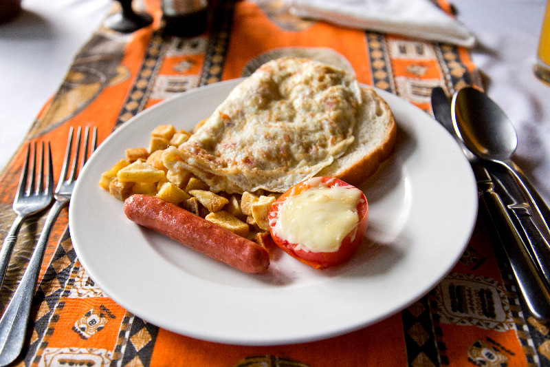 large_Moivaro_Lodge_Breakfast_1.jpg