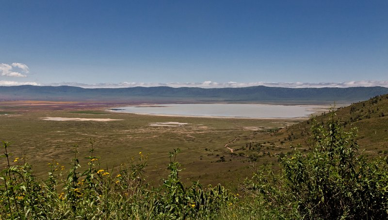 large_Ngorongoro..cent_Road_2.jpg