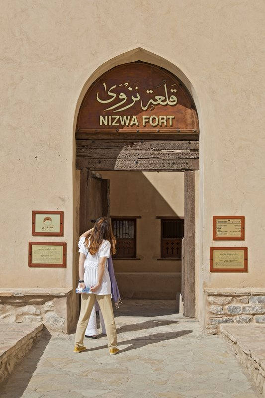 large_Nizwa_Fort_1.jpg