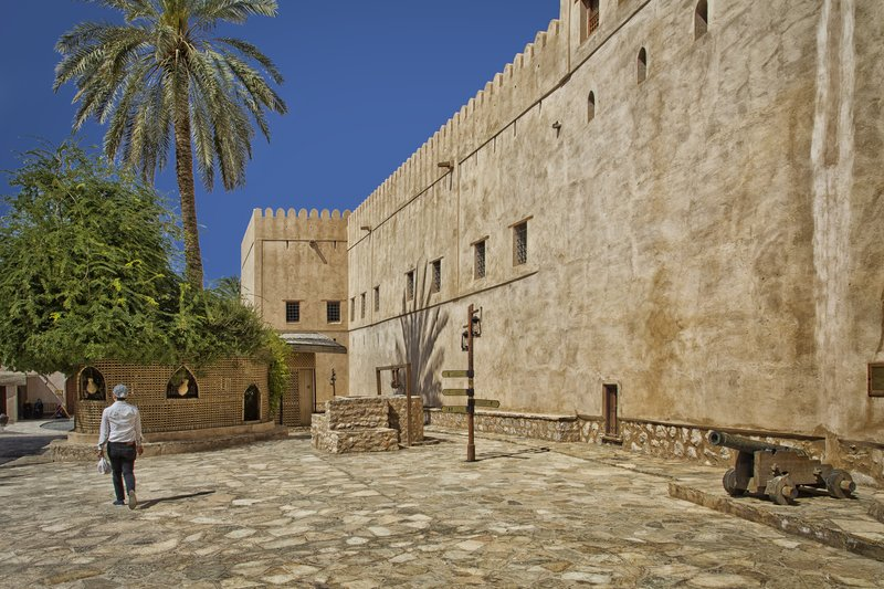 large_Nizwa_Fort_18.jpg