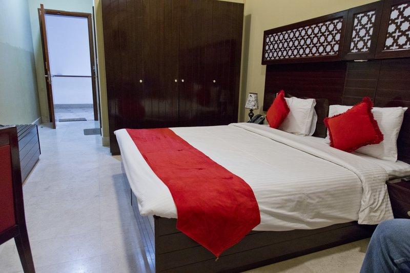 large_Ras_al_Jinz_Hotel_4.jpg
