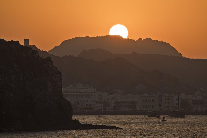 large_Sunset_on_..Corniche_16.jpg