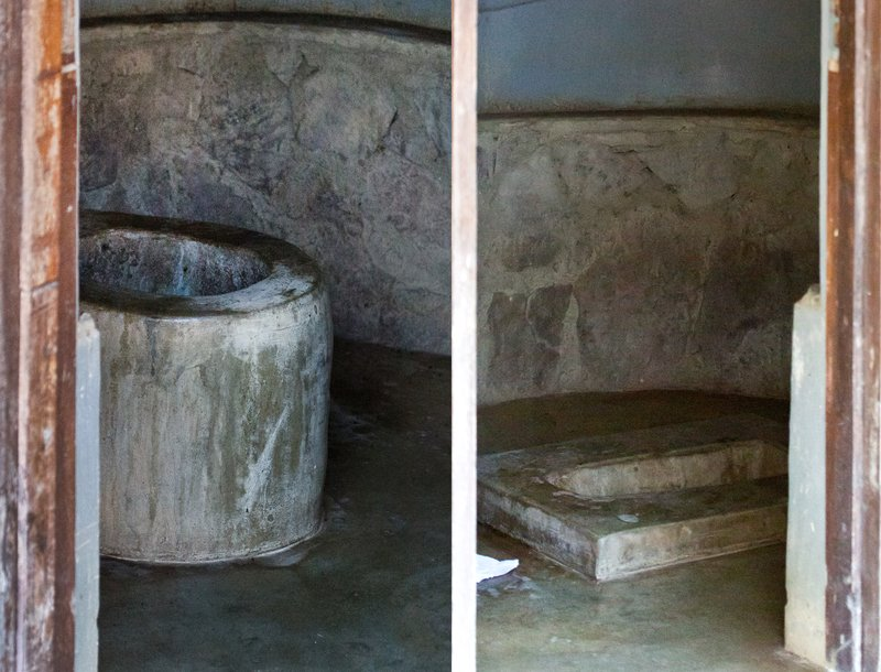 large_Toilets_at..i_Hill_12-3.jpg