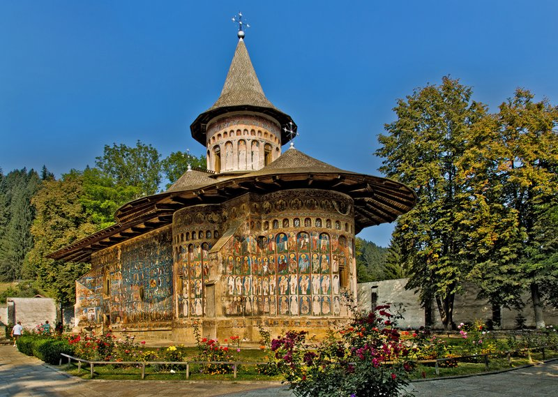 large_Voronet_Monastery_1.jpg