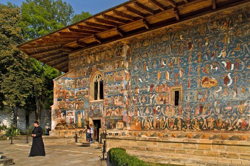 large_Voronet_Monastery_3A.jpg