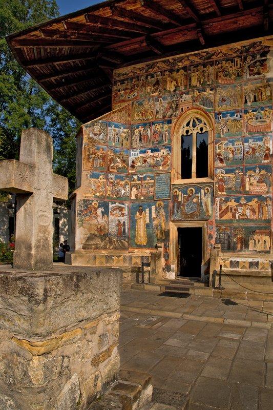 large_Voronet_Monastery_4.jpg