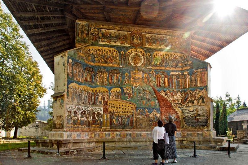 large_Voronet_Monastery_5.jpg
