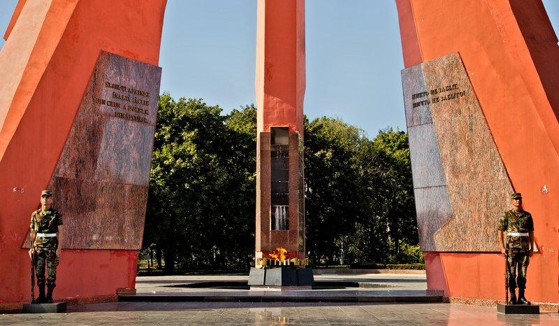 large_WWII_Memorial__Chi_in_u_6.jpg