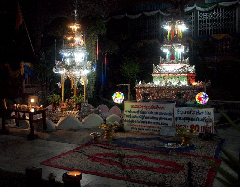 Wat Chong Kam at night.