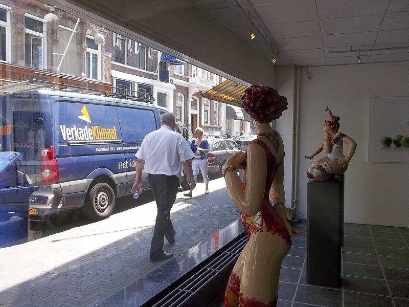 NL_Through the glass (in Den Haag)