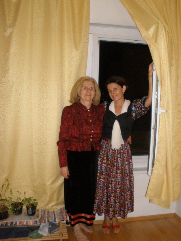 AU_V_mom & me in dirndl dresses
