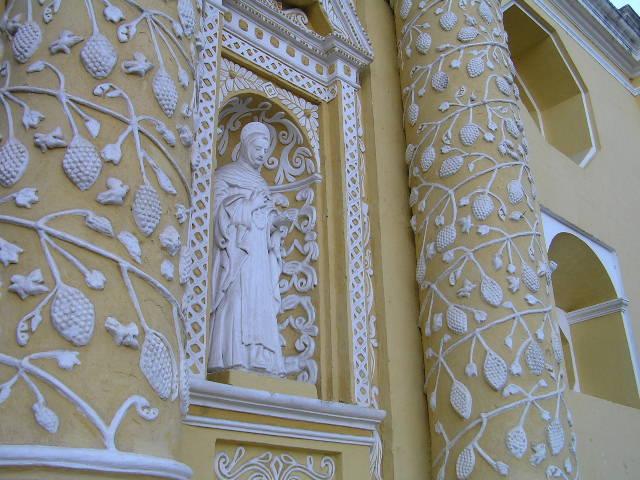 GUATEMALA - Antigua - yellow church details