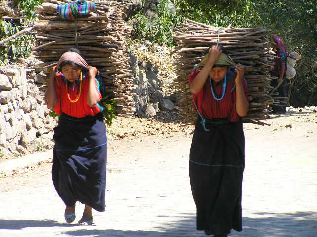 GUATEMALA - Lago Atitlan - women of Tzununá