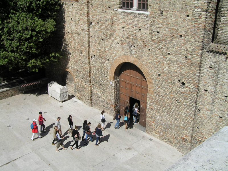 ITALY_Ravenna_doves on St Francis Church