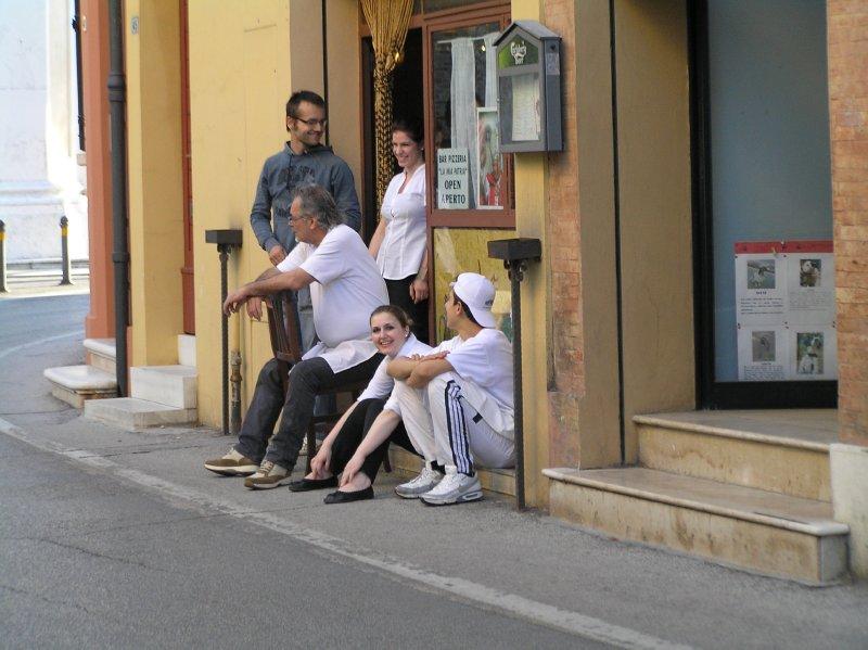 ITALY_kitchen team having a break (Ravenna)